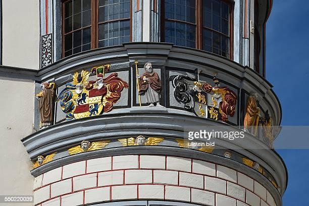 Gera, runder Renaissanceerker, ueber 2 Geschosse reichend, laut Inschrift von 1606, an der Stadtapotheke aus dem 16. Jh., Teilansicht