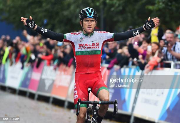 Geraint Thomas of Wales celebrates winning the gold medal in the Men's Road Race during day eleven of the Glasgow 2014 Commonwealth Games on August 3...