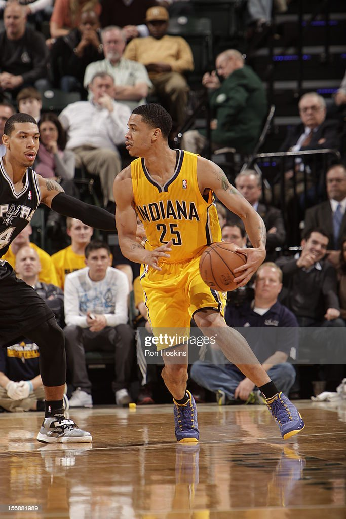 Gerald Green #25 of the Indiana Pacers drives to the basket vs the San Antonio Spurs on November 23, 2012 at Bankers Life Fieldhouse in Indianapolis, Indiana.
