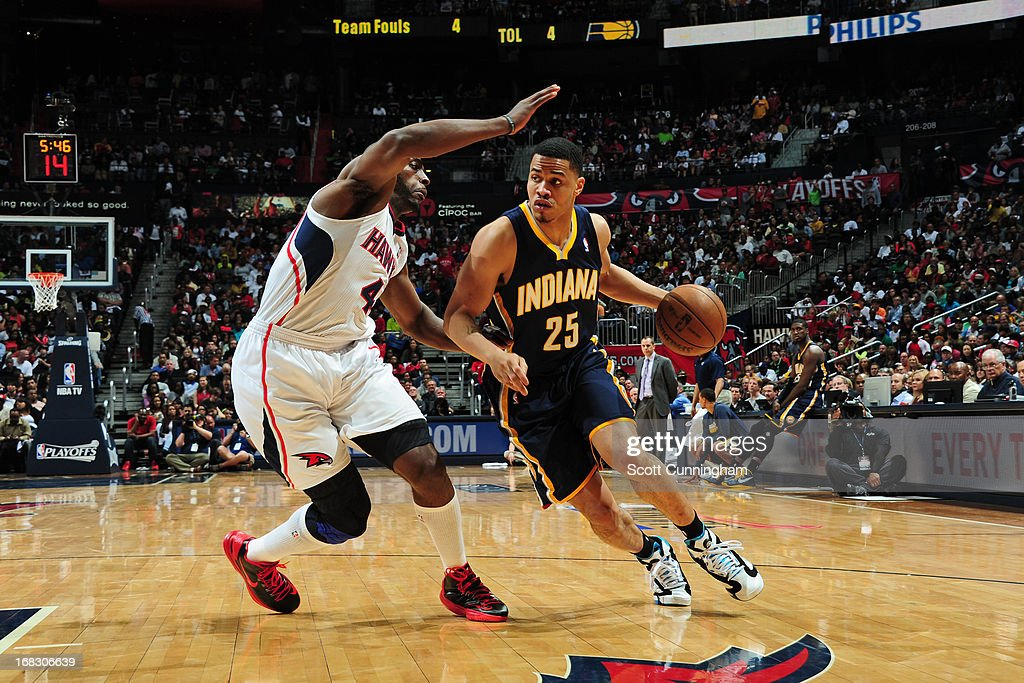 Gerald Green #25 of the Indiana Pacers handles the ball against Anthony Tolliver #4 of the Atlanta Hawks in Game Three of the Eastern Conference Quarterfinals in the 2013 NBA Playoffs on April 27, 2013 at Philips Arena in Atlanta, Georgia.