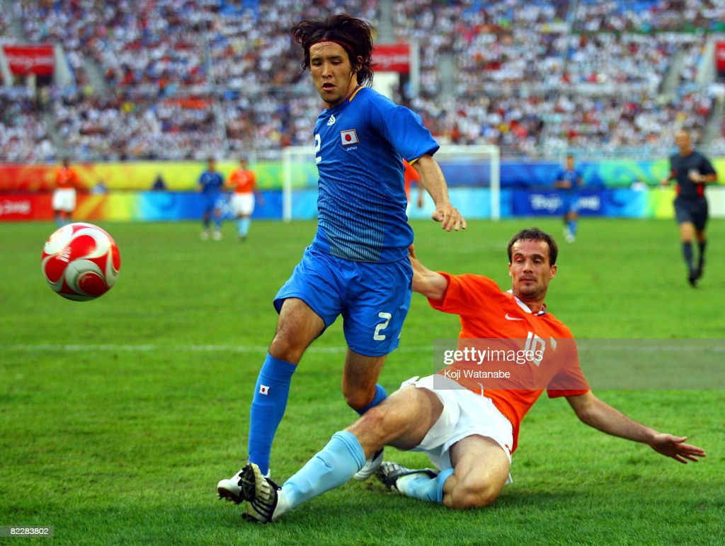 Gerald Sibon (R) of Netherlands and Hajime Hosogai of Japan compete for the ball during the Men's Group B match between Netherlands and Japan at Syenyang Olympic Stadium on Day 5 of the Beijing 2008 Olympic Games on August 13, 2008 in Shenyang, China.