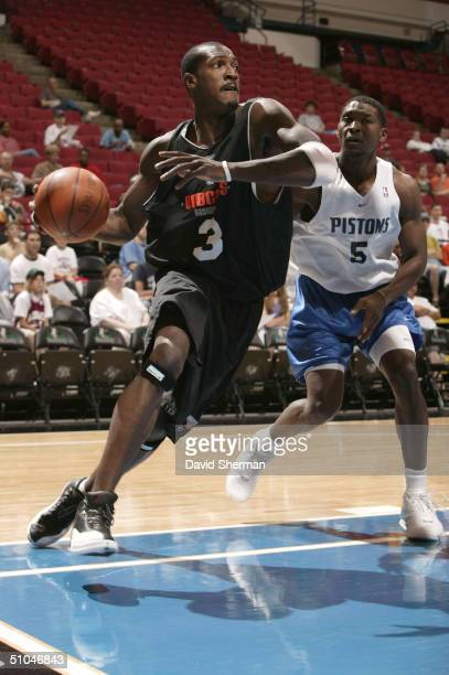 Gerald Wallace of the Charlotte Bobcats drives to the basket against Rickey Paulding of the Detroit Pistons during the 2004 Summer League on July 10...