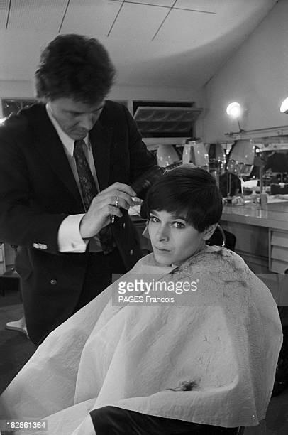 Geraldine Chaplin At The Hairdresser Le 11 janvier 1967 chez le coiffeur l'actrice Géraldine CHAPLIN fille de l'acteur et réalisateur Charles CHAPLIN...