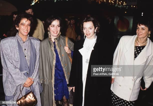 Geraldine Chaplin Josephie Chaplin et Victoria Chaplin lors de la cérémonie des Césars à Paris le 12 mars 1988 France