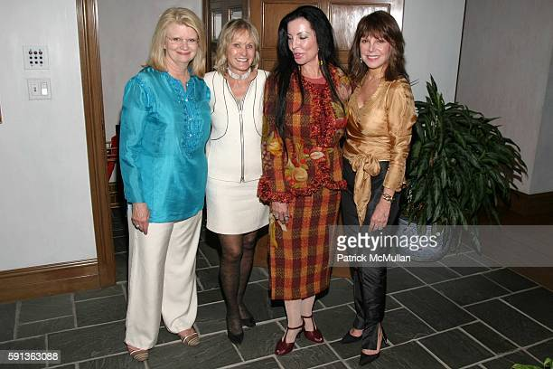 Geraldine Laybourne Kay Koplovitz Loreen Arbus and Marlo Thomas attend A Private Dinner for The Museum of Television and Radio at Manhattan on April...