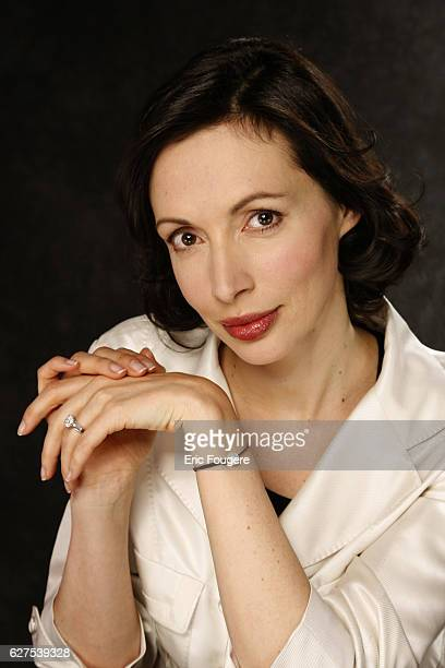 Geraldine Maillet on the set of TV show 'Esprits Libres'