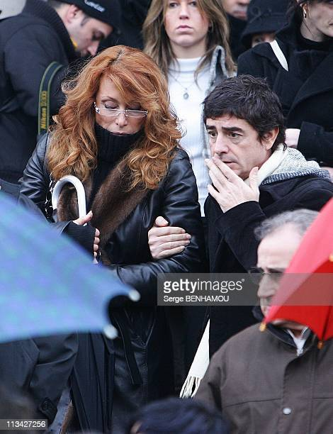 Gerard Blanc'S Funeral At Cemetery Of Father Lachaise In Paris, France On February 02, 2009 - Julie Pietri