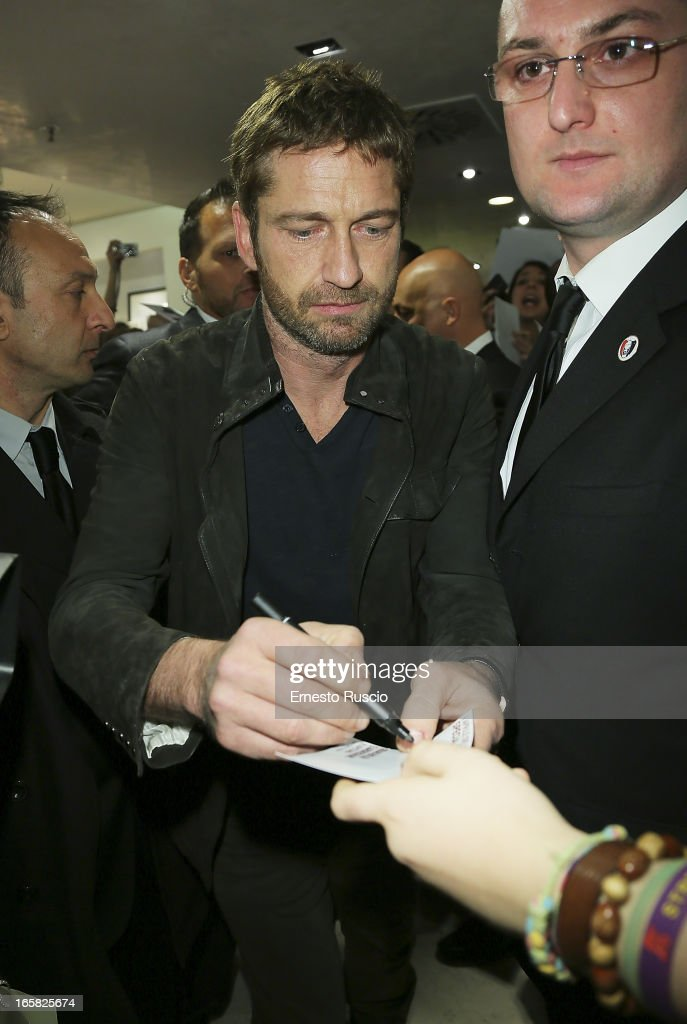 Gerard Butler Meets fans at Coin on April 6, 2013 in Rome, Italy.