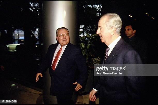 Gerard Carreyrou accueille le premier ministre.