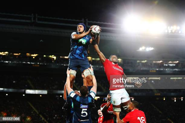 Gerard CowleyTuioti of the Blues competes against Maro Itoje of the Lions in the lineout during the match between the Auckland Blues and the British...