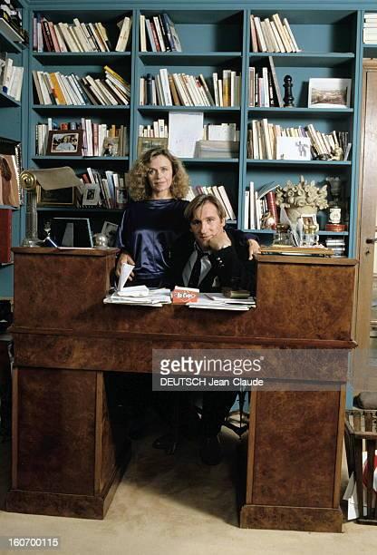 Gerard Depardieu And His Wife Elisabeth At Home In Bougival. Bougival, 22 octobre 1985 : Gérard DEPARDIEU et son épouse Elisabeth chez eux dans leur...