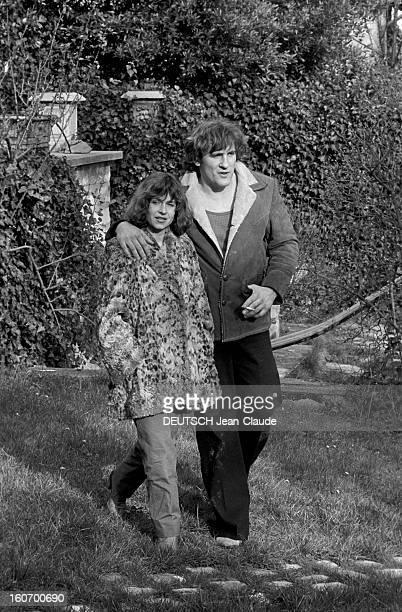 Gerard Depardieu And His Wife Elisabeth At Home In Bougival. Dans les Yvelines, à Bougival, Gérard DEPARDIEU, en compagnie de son épouse Elisabeth,...