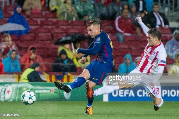 Gerard Deulofeu Lazaro of FC Barcelona fights for the ball with Leonardo Koutris of Olympiacos FC during the UEFA Champions League 201718 match...