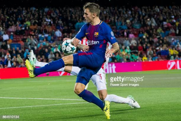 Gerard Deulofeu Lazaro of FC Barcelona fights for the ball with Alberto Botia of Olympiacos FC during the UEFA Champions League 201718 match between...