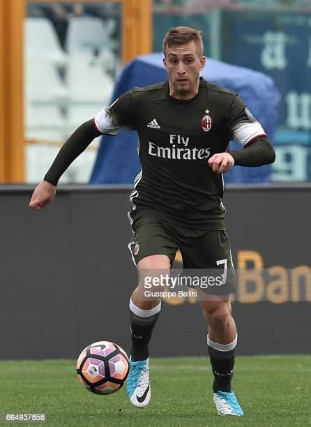 Gerard Deulofeu of AC Milan in action during the Serie A match between Pescara Calcio and AC Milan at Adriatico Stadium on April 2 2017 in Pescara...