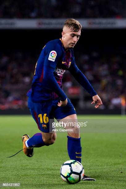 Gerard Deulofeu of FC Barcelona conducts the ball during the La Liga match between Barcelona and Malaga at Camp Nou on October 21 2017 in Barcelona...