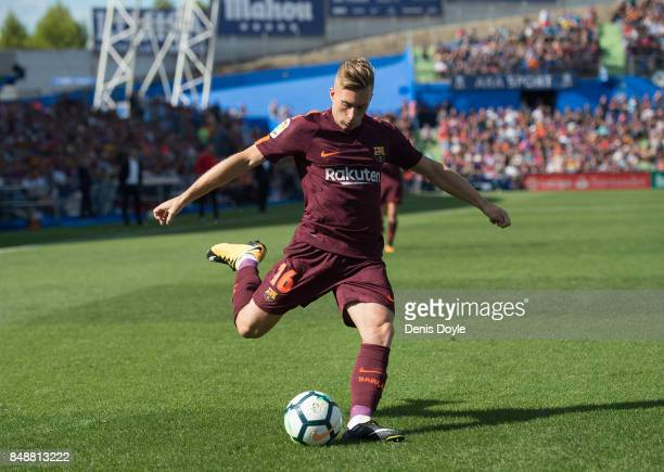 Gerard Deulofeu of FC Barcelona controls the ball during the La Liga match between Getafe and Barcelona at Coliseum Alfonso Perez on September 16...