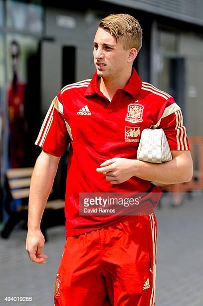 Gerard Deulofeu of Spain arrives for a press conference at Ciudad del Futbol on May 27 2014 in Las Rozas de Madrid Spain