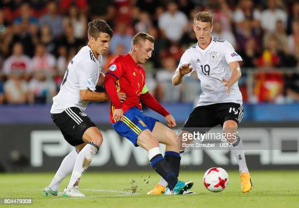 Gerard Deulofeu of Spain attempts to get past MarcOliver Kempf of Germany and Maximilian Arnold of Germany during the UEFA European Under21...