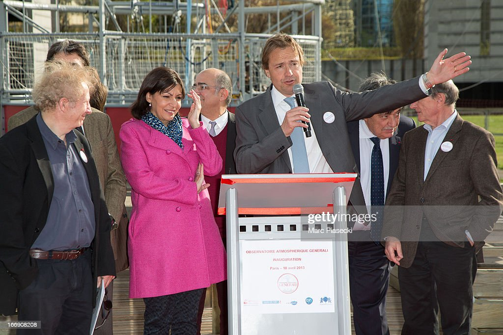 Gerard Feldzer, Anne Hidalgo, Jerome Giacomoni, Claude Tendil and Jean-Louis Etienne attend the launch of the new Paris Observatory Atmospheric Generali balloon, at Parc Andre Citroen on April 18, 2013 in Paris, France. The balloon will monitor air pollution which it will then display via a LED light device.