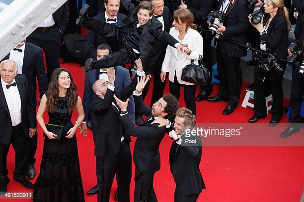 Gerard Jugnot Alice David Julien Arruti Enzo Tomasini David Marsais and Philippe Lacheau attend the How To Train Your Dragon 2 premiere during the...