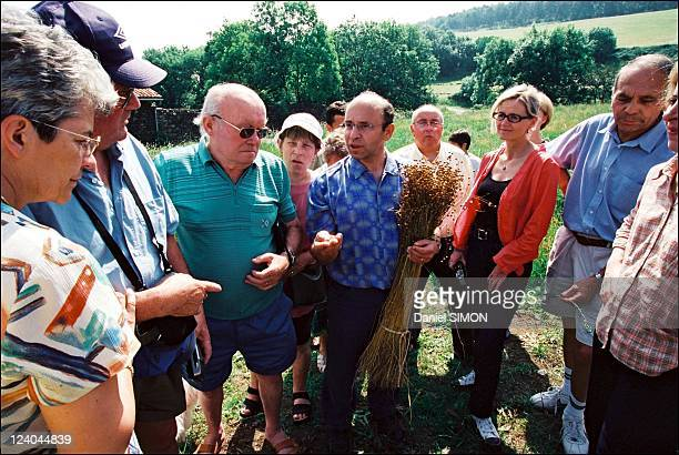 Gerard Klein Linseed to help diabetes patients In Vedrines Saint Loup France In June 2002 On Gerard Klein¹s farm in Vedrines announcement of the...