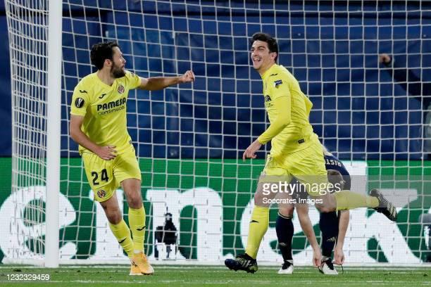 Gerard Moreno of Villarreal Celebrates 2-0 with Alfonso Pedraza of Villarreal during the UEFA Europa League match between Villarreal v Dinamo Zagreb...