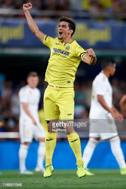 Gerard Moreno of Villarreal celebrates after scoring his sides first goal during the Liga match between Villarreal CF and Real Madrid CF at Estadio...