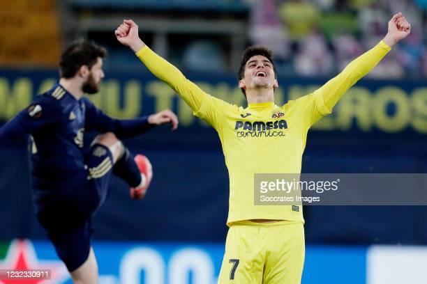 Gerard Moreno of Villarreal Celebrates the victory during the UEFA Europa League match between Villarreal v Dinamo Zagreb at the Estadio de la...