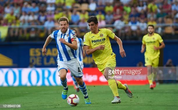Gerard Moreno of Villarreal CF and Asier Illarramendi of Real Sociedad during the La Liga match between Villarreal CF and Real Sociedad at La...
