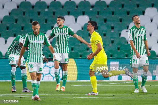 Gerard Moreno of Villarreal CF celebrates after scoring his team's second goal during the Liga match between Real Betis Balompie and Villarreal CF at...