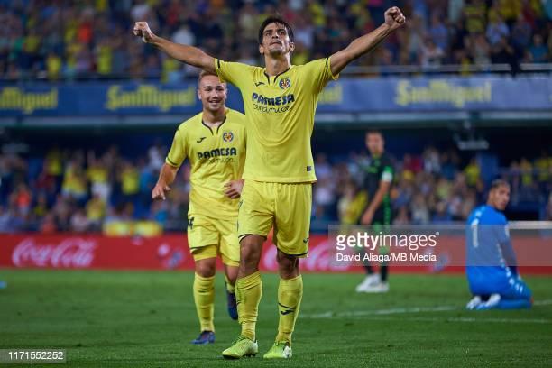 Gerard Moreno of Villarreal CF celebrates his side's fourth goal during the La Liga match between Villarreal CF and Real Betis Balompie at Estadio de...