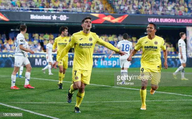 Gerard Moreno of Villarreal CF celebrates with Carlos Bacca after scoring their side's first goal during the UEFA Europa League Round of 16 Second...