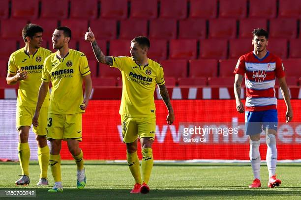 Gerard Moreno of Villarreal CF celebrates with his team mates after scoring his team's first goal during the Liga match between Granada CF and...