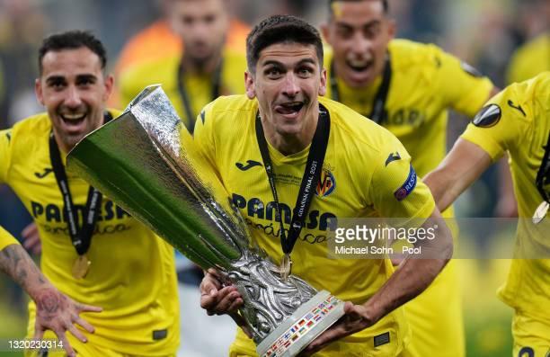Gerard Moreno of Villarreal CF celebrates with the UEFA Europa League Trophy following the UEFA Europa League Final between Villarreal CF and...