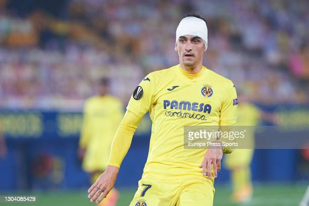 Gerard Moreno of Villarreal CF has his head bandaged by a blow during the UEFA Europa League, Round of 32, football match played between Villarreal...