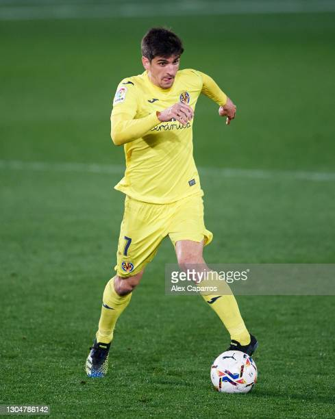 Gerard Moreno of Villarreal CF runs with the ball during the La Liga Santander match between Villarreal CF and Atletico de Madrid at Estadio de la...