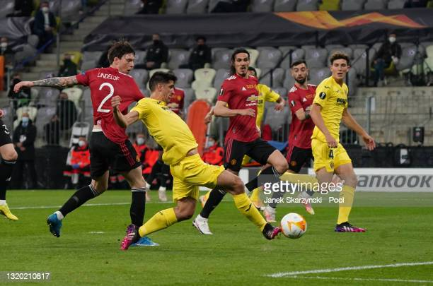 Gerard Moreno of Villarreal CF scores their sides first goal during the UEFA Europa League Final between Villarreal CF and Manchester United at...