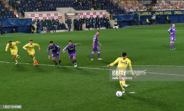Gerard Moreno of Villarreal CF scores their side's first goal from the penalty spot during the La Liga Santander match between Villarreal CF and Real...