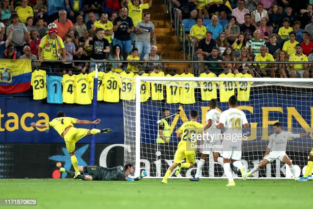 Gerard Moreno of Villarreal scores his sides first goal during the Liga match between Villarreal CF and Real Madrid CF at Estadio de la Ceramica on...