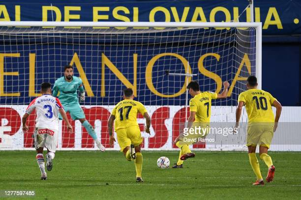Gerard Moreno of Villarreal scores his team's second goal during the La Liga Santander match between Villarreal CF and Deportivo Alavés at Estadio de...