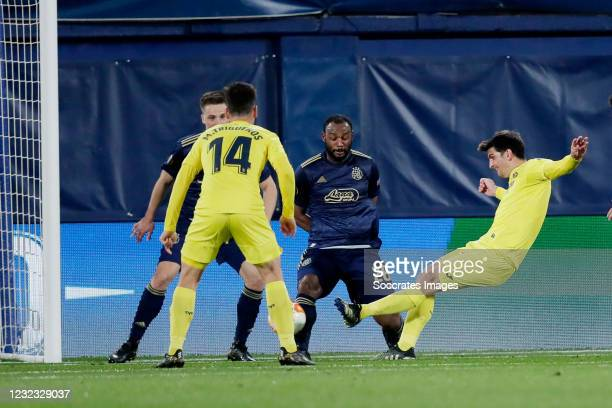 Gerard Moreno of Villarreal scores the second goal to make it 2-0 during the UEFA Europa League match between Villarreal v Dinamo Zagreb at the...