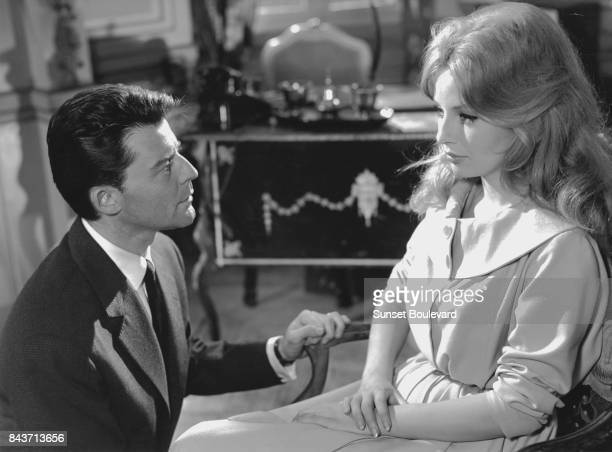 Gerard Philippe and Annette Stroyberg on the set of Les liaisons dangereuses directed by Roger Vadim