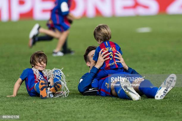 Gerard Pique Bernabeu of FC Barcelona celebrating with his sons Milan and Sasha after winning the match for Copa Del Rey Final between FC Barcelona...