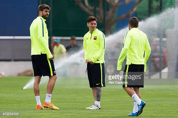 Gerard Pique Lionel Messi and Jordi Alba look on during a training session ahead of their UEFA Champions League semifinal first leg match against FC...