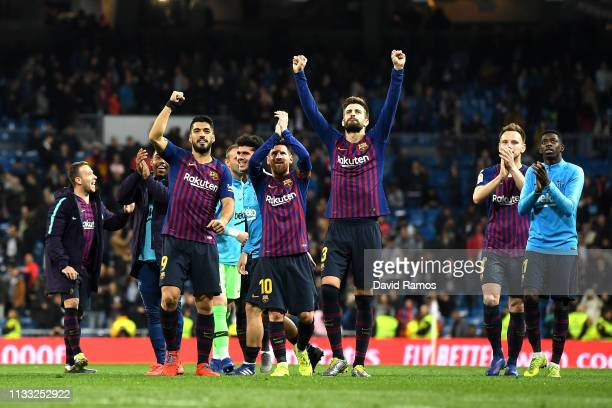 Gerard Pique of Barcelona and team mates celebrate victory during the La Liga match between Real Madrid CF and FC Barcelona at Estadio Santiago...