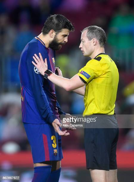 Gerard Pique of Barcelona argues with referee William Collum after being shown a red card during the UEFA Champions League group D match between FC...