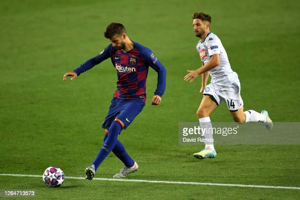 Gerard Pique of Barcelona controls the ball as Dries Mertens of SSC Napoli looks on during the UEFA Champions League round of 16 second leg match...