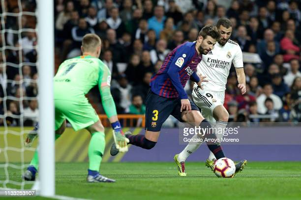 Gerard Pique of Barcelona dribbles past Karim Benzema of Real Madrid inside his own penalty area during the La Liga match between Real Madrid CF and...