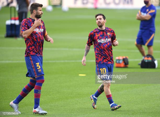 Gerard Pique of Barcelona warms up with Lionel Messi of Barcelona during the Joan Gamper Trophy match between FC Barcelona and Elche CF on September...
